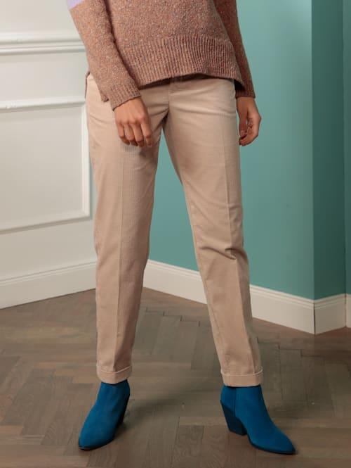 Hose mit Riegel am Bein