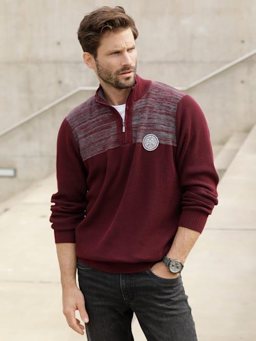 Pullover mit Spezialgarn verarbeitet