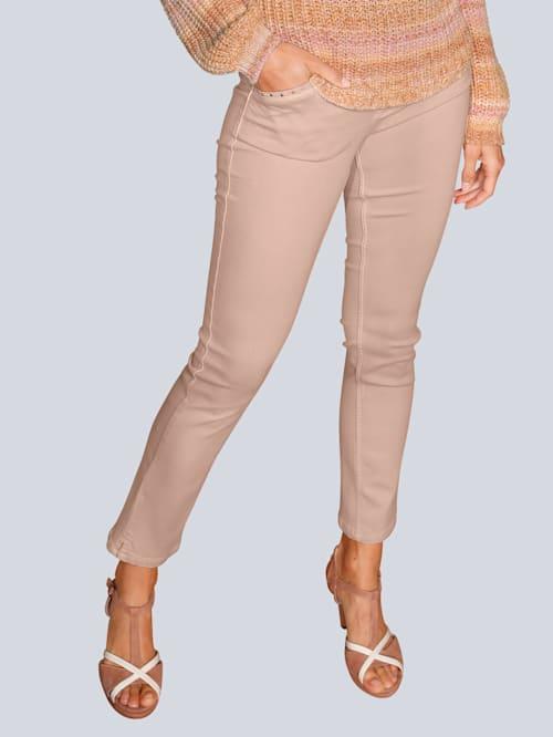 Hose in modischer Farbe