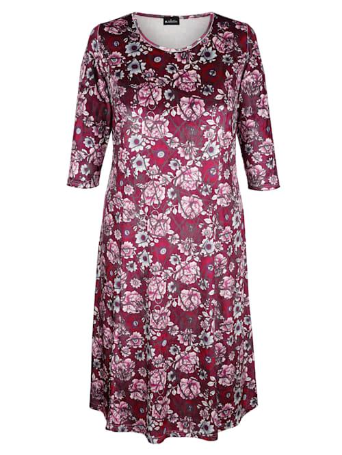 Sammetsklänning med blommigt mönster