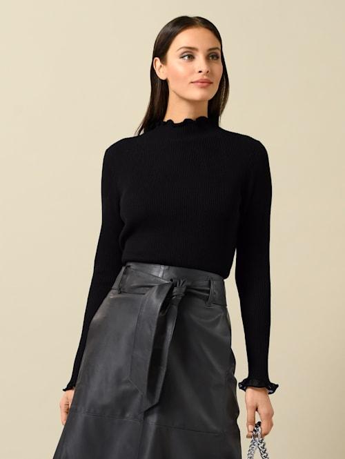 Pullover mit feinen Ajourkanten