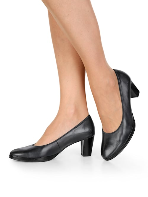 Court shoes in a classic design