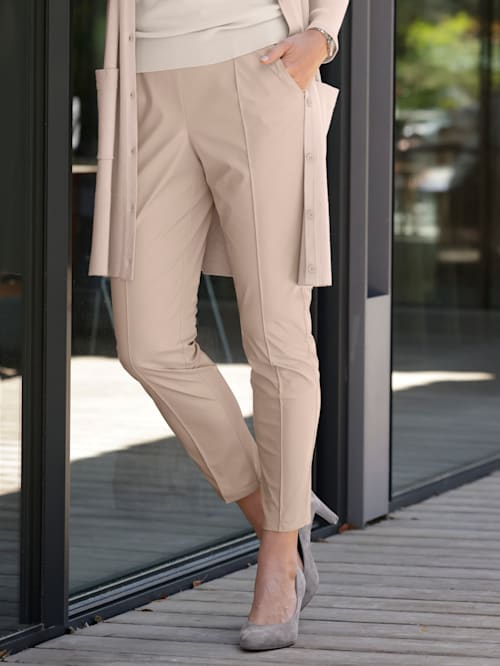 Cropped faux leather trousers in a comfortable pull-on style