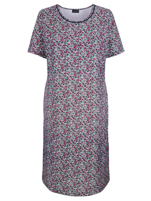 Šaty s háčkovanou čipkou na výstrihu