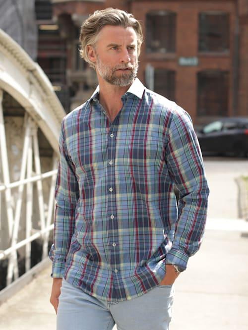 Skjorte i sommerlig materiale