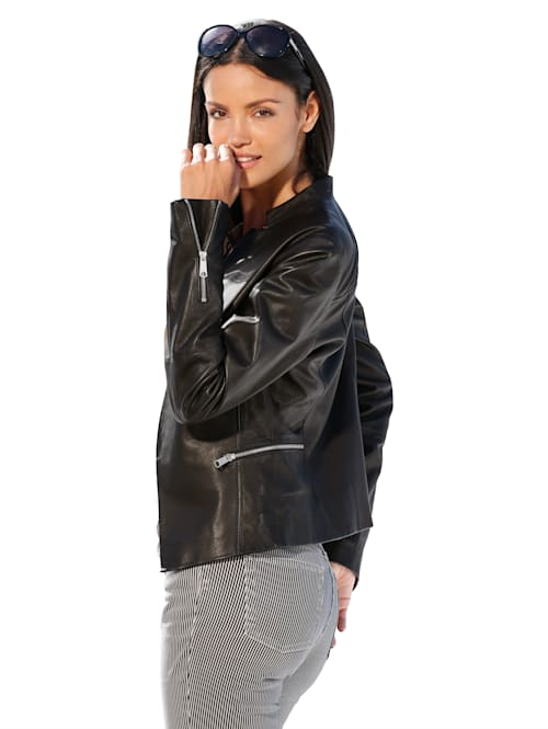 Kožená bunda v elegantním biker stylu