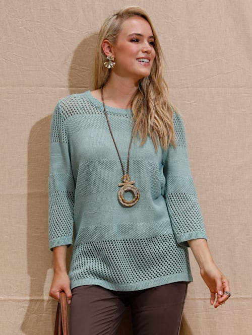 Pulovr s pěkným pleteným vzorem