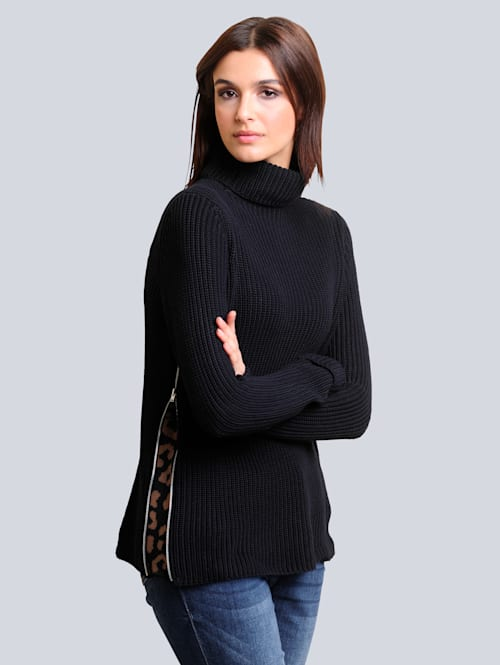 Pullover mit effektvoller Verarbeitung an den Seiten