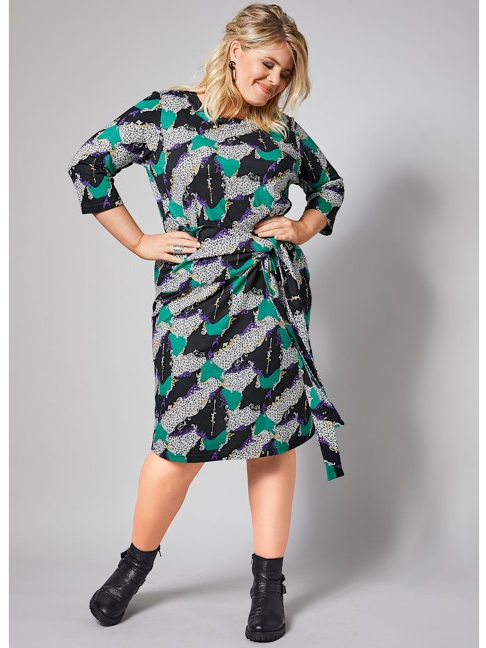 Vyöllinen mekko