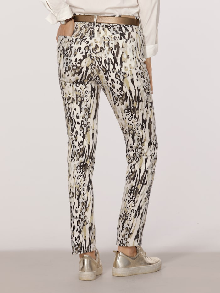 Printed trousers in a cropped style