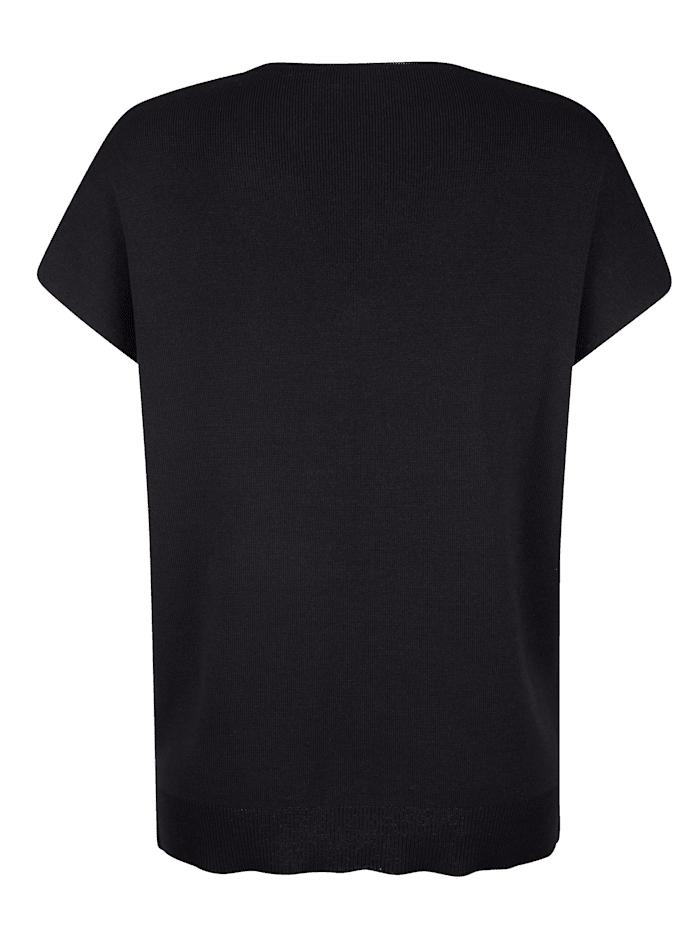 Pullover in etwas festerer Strickart