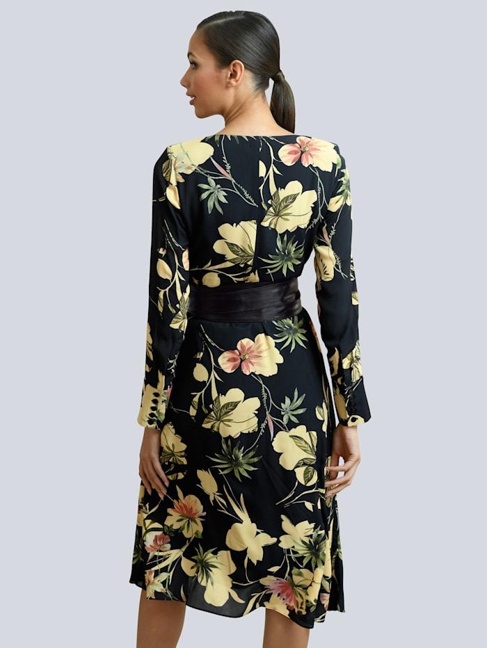 Kleid mit Wickeloptik im Vorderteil