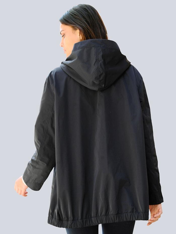Jacke mit Schmuckkugeln an der Brusttasche
