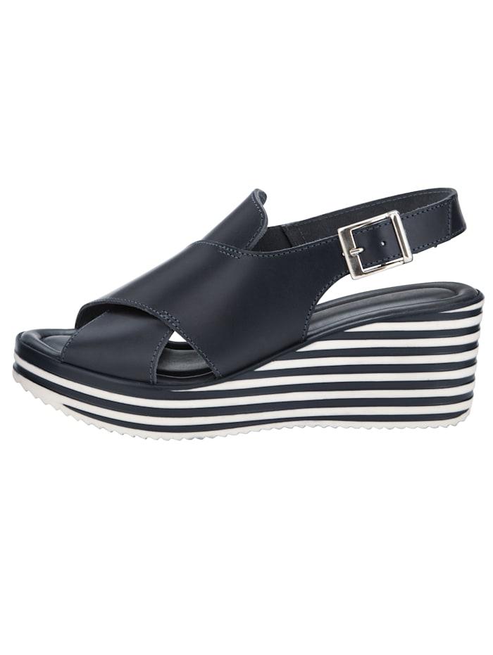Sandaaltje met hoog doorgetrokken wreef