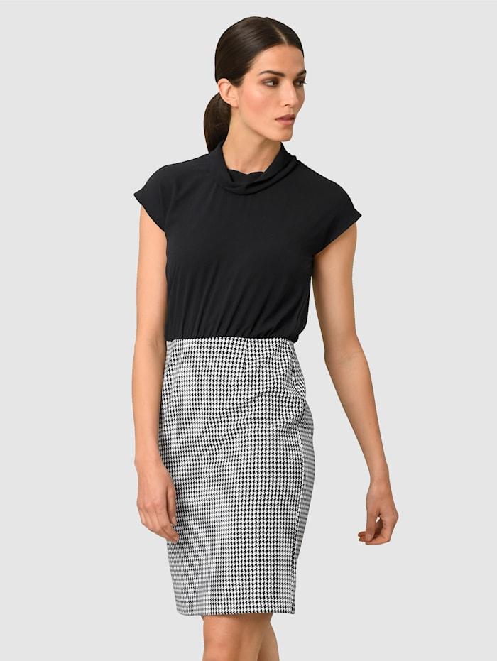Alba Moda Šaty v členěném vzhledu, Černá/Bílá