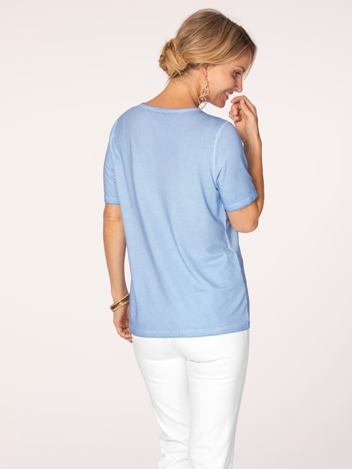 Top made from a soft fabric