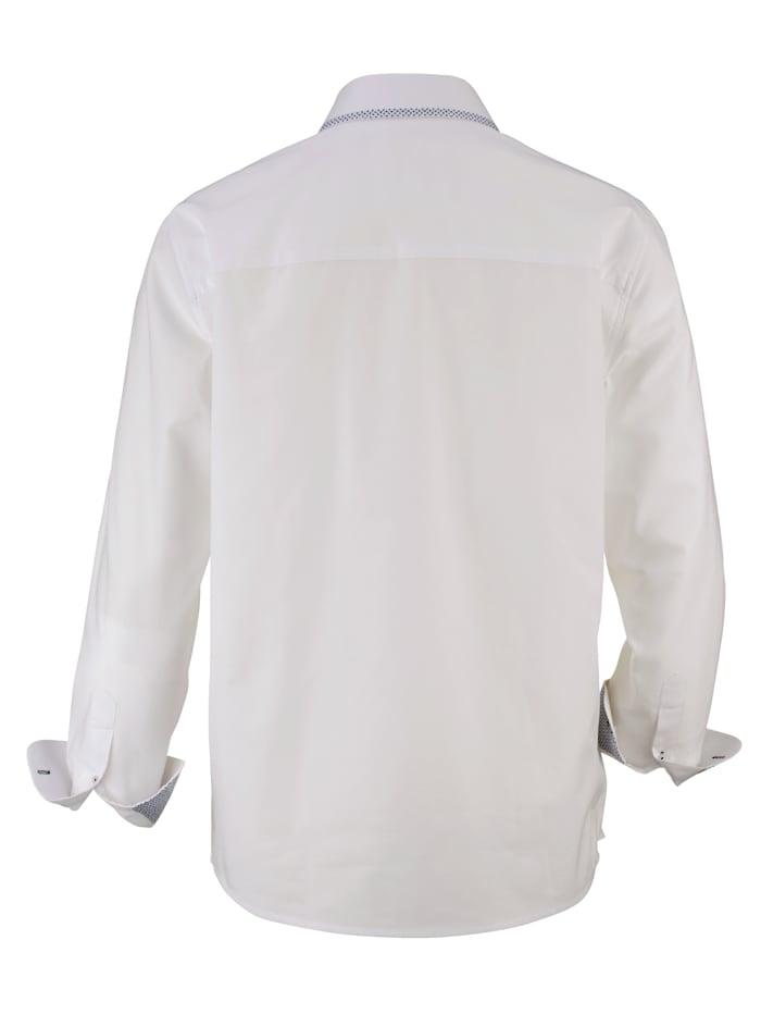 Skjorte i strukturert materiale
