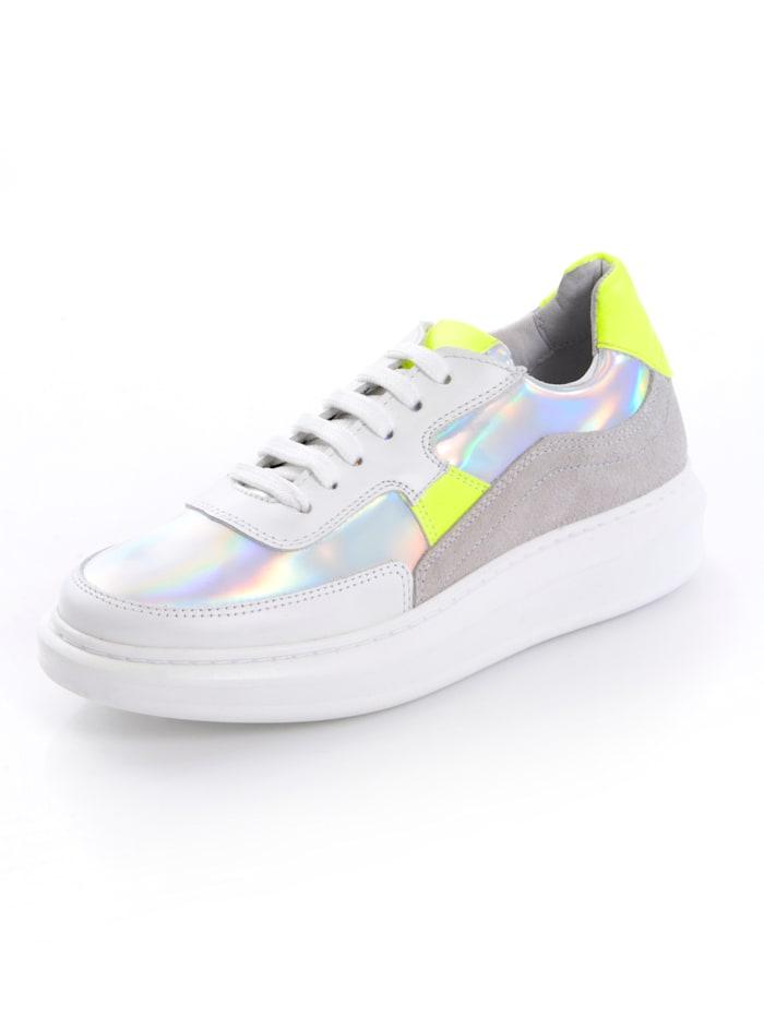 Sneaker mit Neon-Einsäten