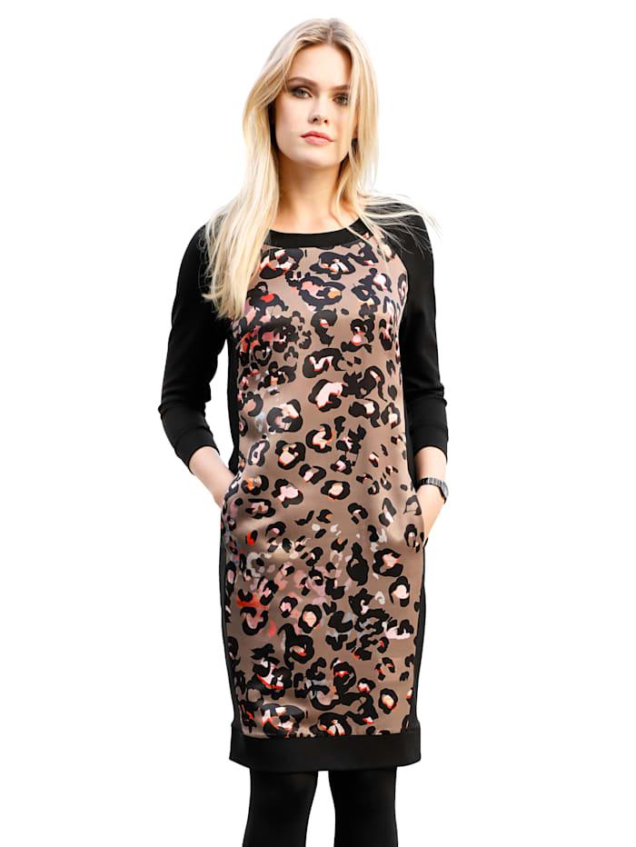 Kleid mit modischem Druck