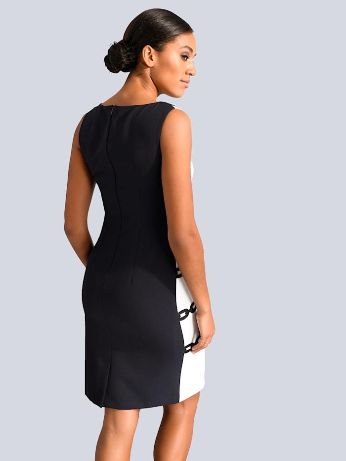 Kleid mit Kettenspitze an den Seiten