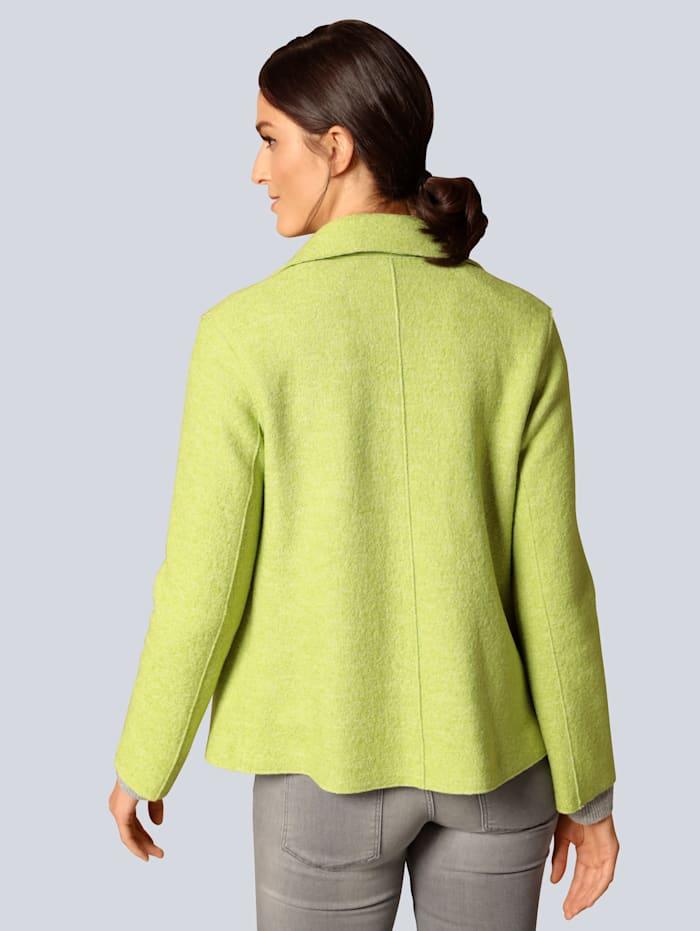 Wolljacke in modischer Farbe