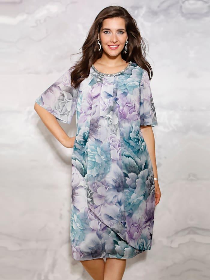 Kleid mit Dekoelement am Ausschnitt