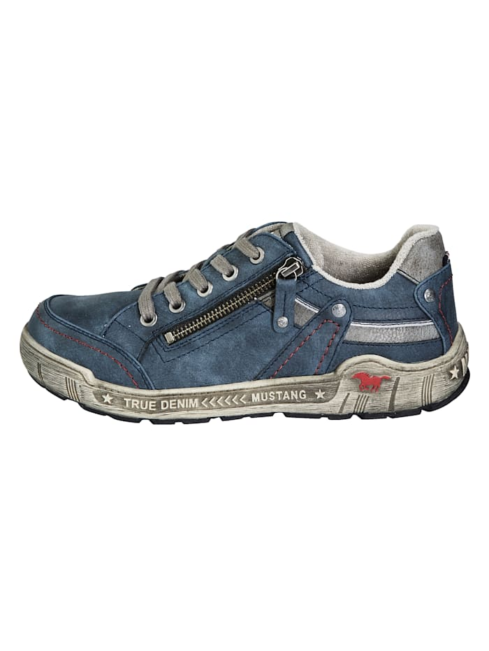 Sneaker in modischem Used-Look