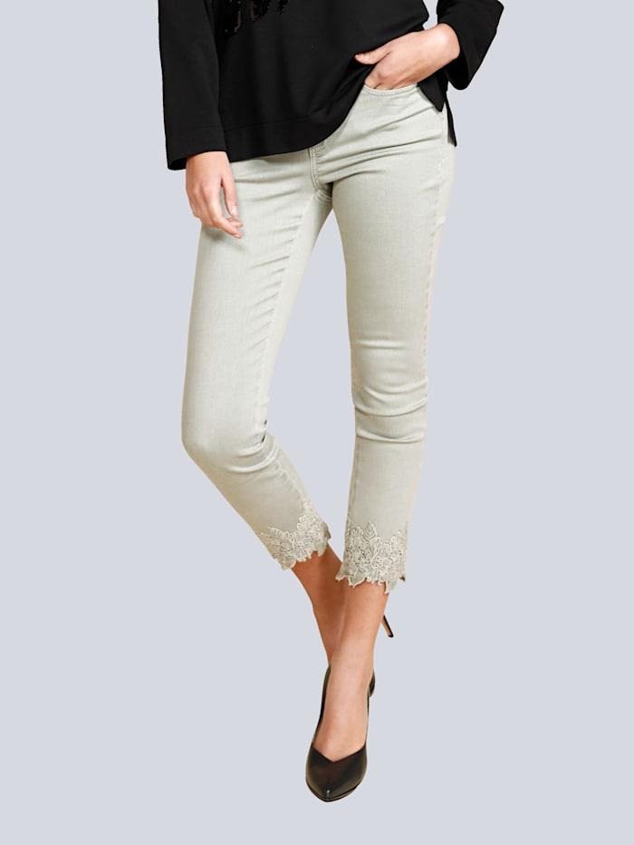 Jeans mit toller Spitze am Saumabschluss