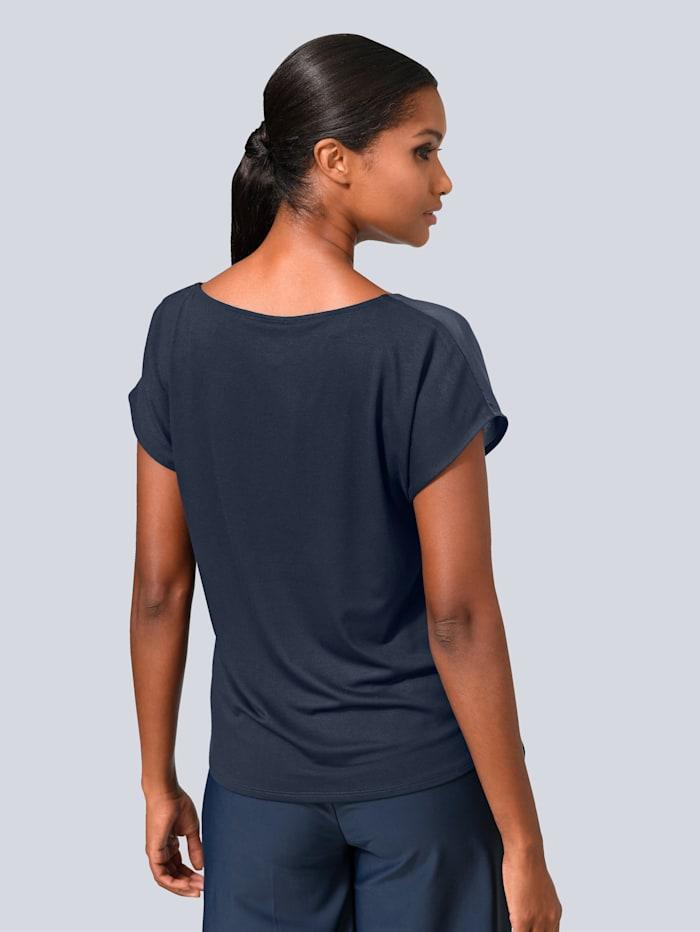 Shirtbluse mit kleinem versetzten Faltendetail