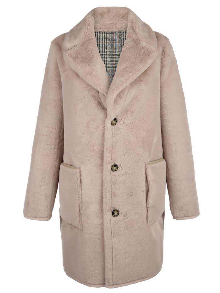 Mantel von beiden Seiten tragbar