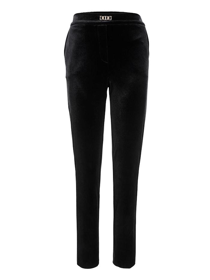 Trousers made from velvet
