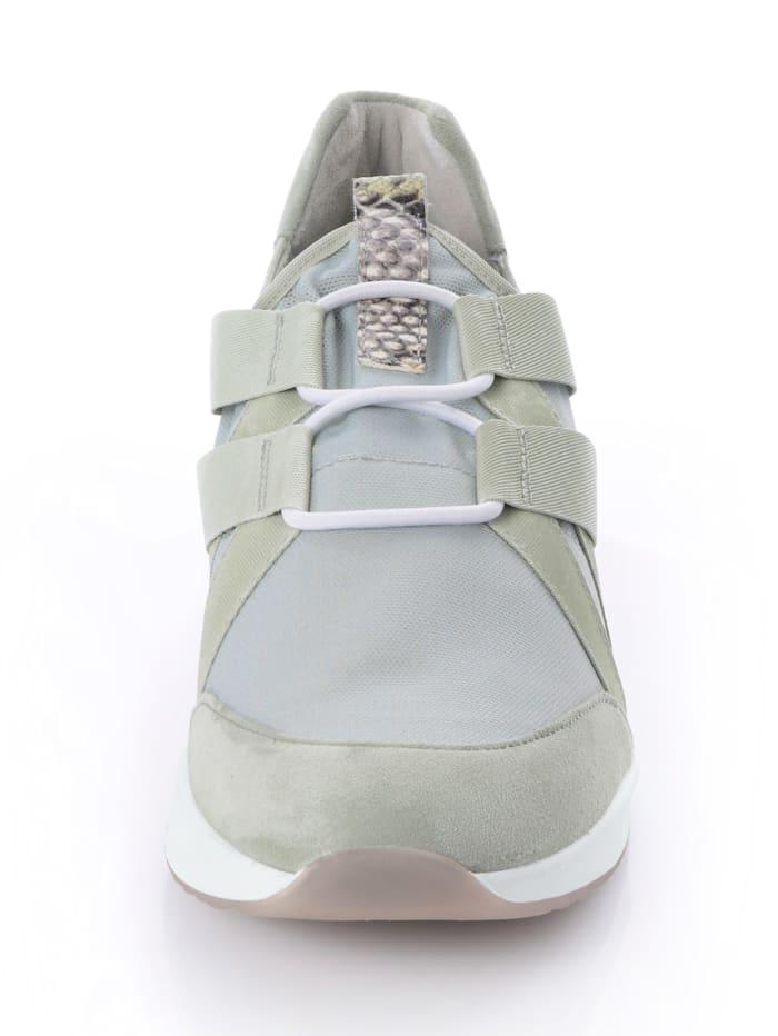 Sneaker aus Stretchtextil