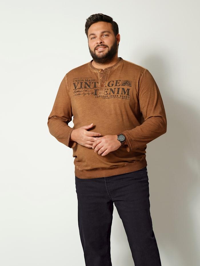 Tričko s dlhými rukávmi v špeciálnom strihu