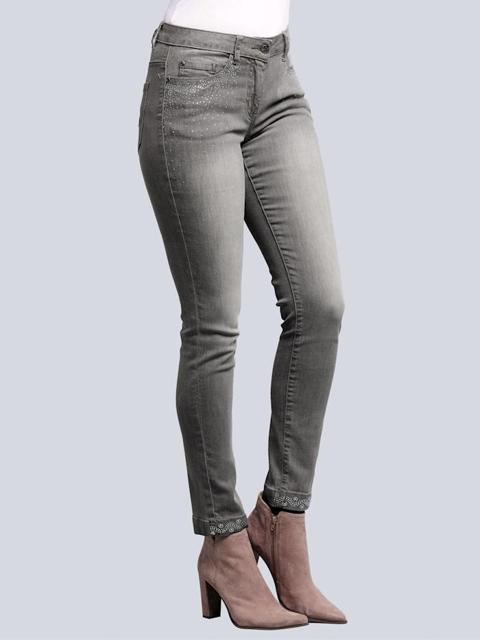 Jeans mit Strassapplikation