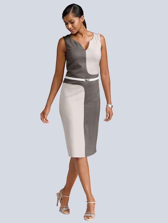 Kleid im aktuellen Colourblocking