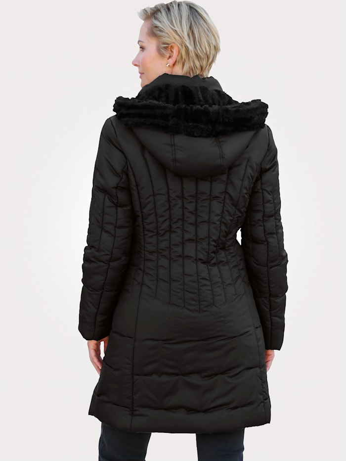 Gewatteerde jas met vrouwelijke stiksels