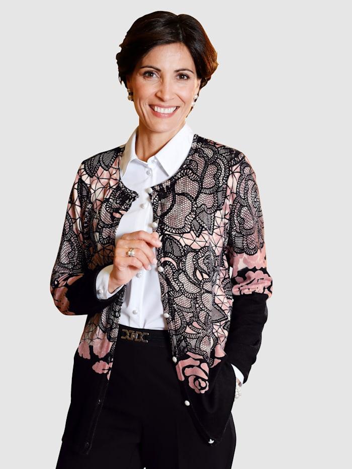 Pletený sveter s perleťovými gombíkmi
