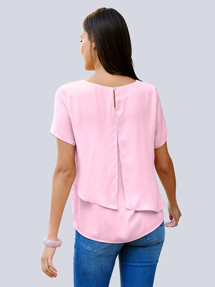 Bluse i sommerlig farge