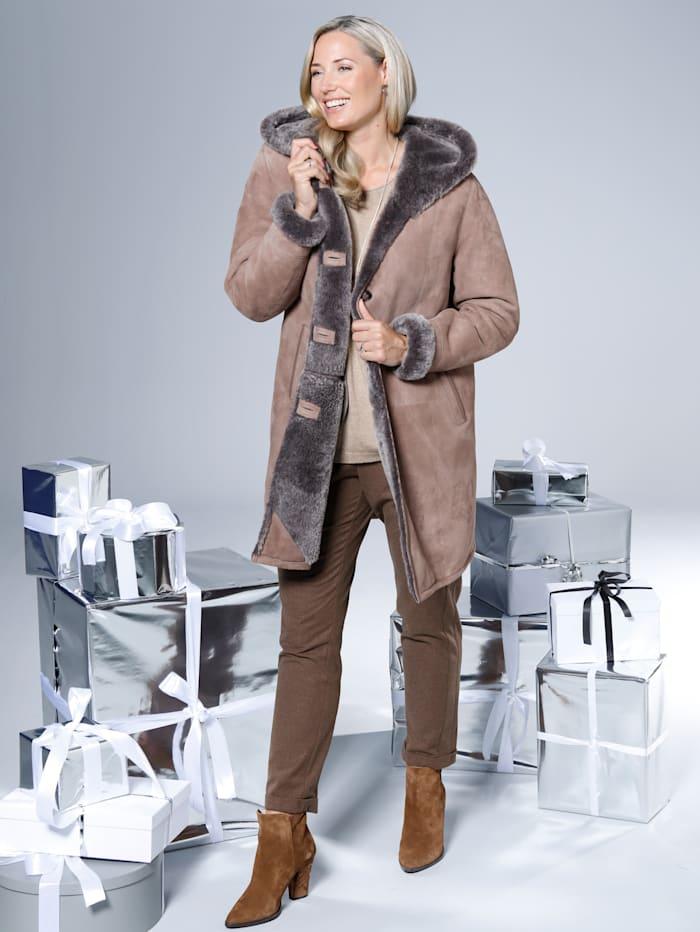 Mantel aus hochwertigem Lammfell