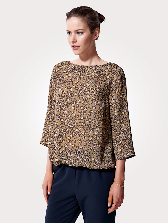 Pull-on blouse with an elegant print