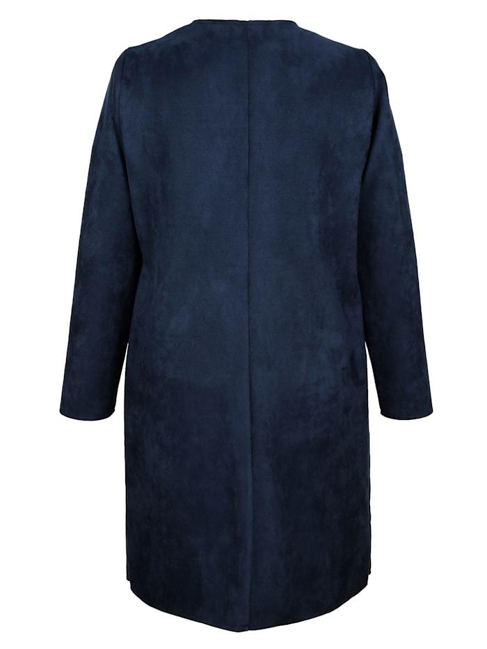 Kabát s módnymi nitmi