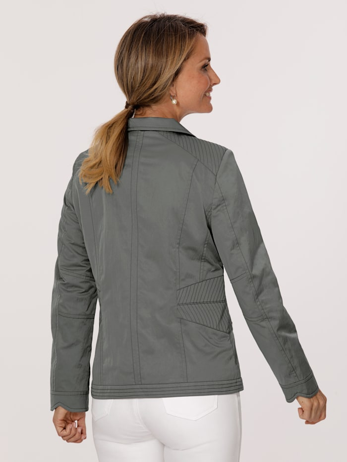 Jacket made from a comfortable fabric