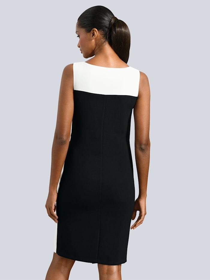 Kleid mit asymetrischem Saum