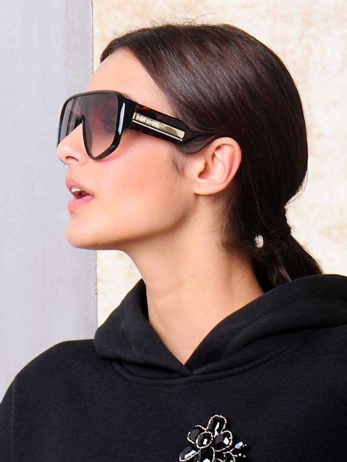 Sonnenbrille in extravaganter Form