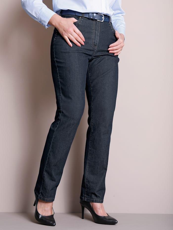 Jeans vorne entlang der Taschen mit Nieten besetzt