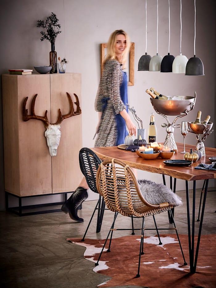 Esstisch mit natürlicher Baumkante