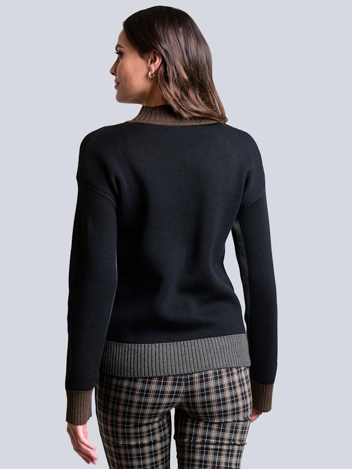 Pullover mit kontrastfarbigen Abschlüssen