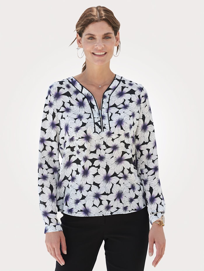 Blouse with a decorative zip