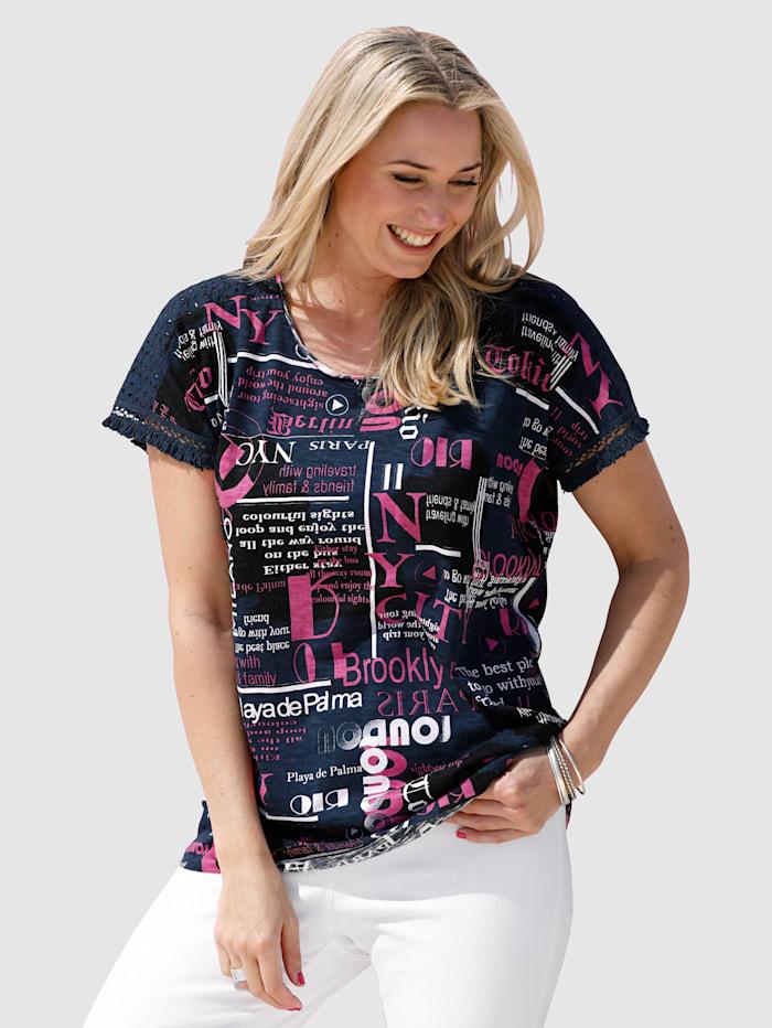 T-shirt avec bordures frangées au bas des manches