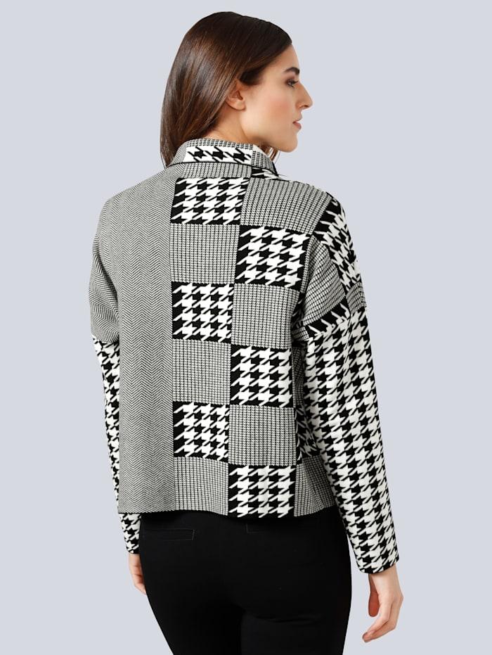 Pullover im grafischen Patch-Dessin